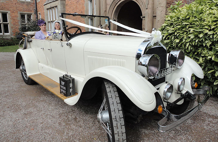 Worcester 1924 Vintage Convertible (White)